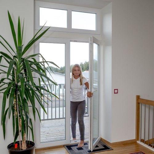 Inåtgående balkongdörr i pvc med personsäkerhetsglasfönsterparti överljus pardörr