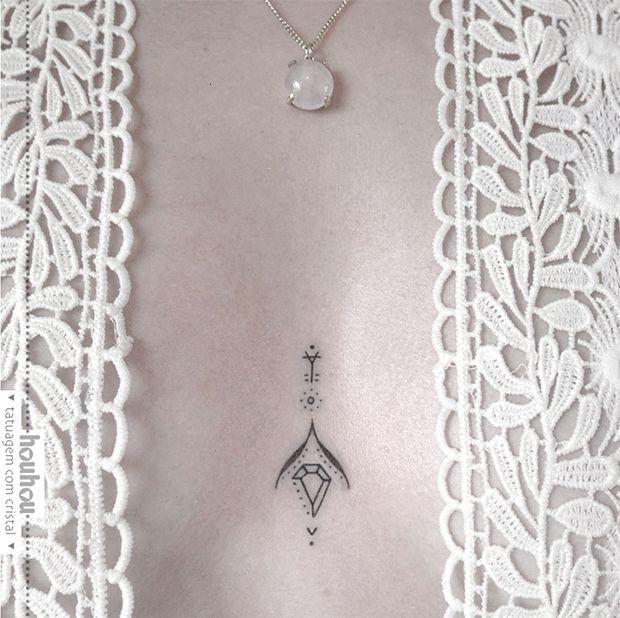 Houhou Tattoo: Conheça Verônica Alves, artista que cria tatuagens amuletos utilizando cristais e materiais veganos - Follow the Colours