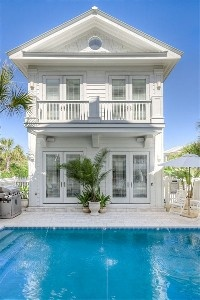 CABANA--Pool Courtyard