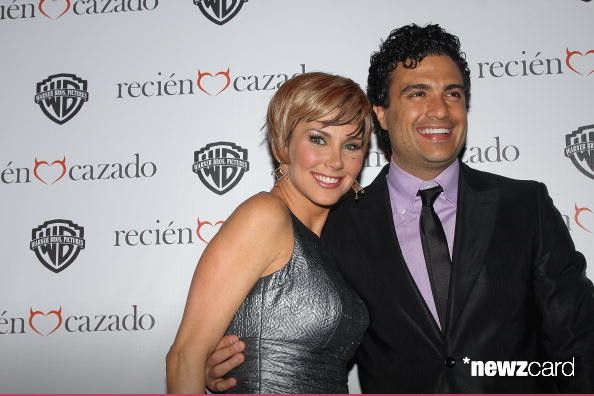 Actress Gabriela Vergara and actor Jaime Camil attends the premiere of 'Recien Cazado' at Plaza Cuicuilco on August 20, 2009 in Mexico City, Mexico.  (Photo by Victor Chavez/WireImage)