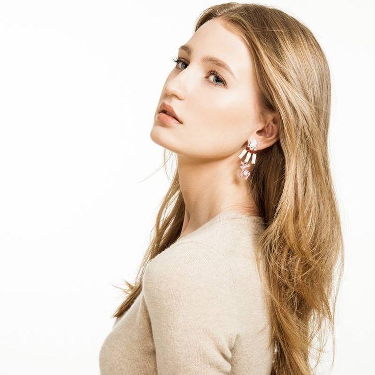 Jelení šperky - Náušnice Senzaci a Skvosta modelka: Karolína Vavřichová – finalistka CZTM 2014