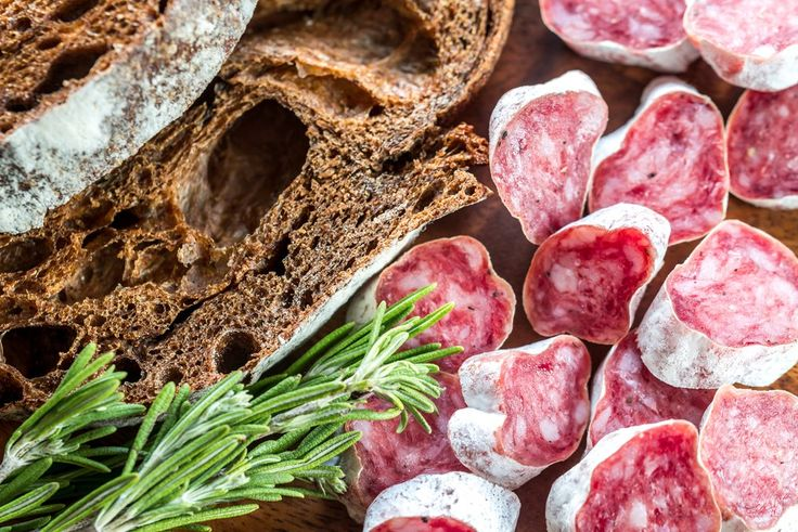 В ассортименте интернет-магазина «Николаев и сыновья» http://shop.nsons.ru/catalog/meat/ представлена сыровяленая свиная колбаса фуэт. В период своего созревания фуэт покрывается белой благородной плесенью, которая придает ей тонкий грибной аромат. Мелко рубленая свинина, в которую добавляют чёрный молотый перец, соль, чеснок, набивают в тонкую свиную кишку и сушат при определённой температуре.