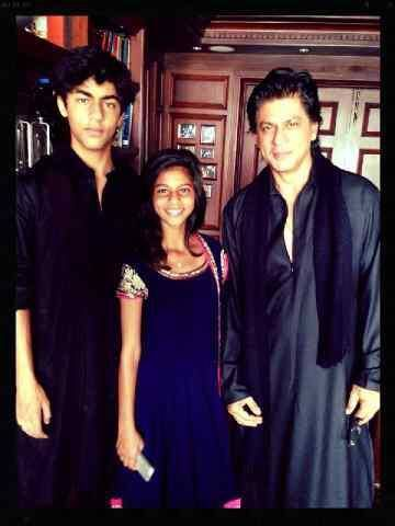 SRK with Aryan and Suhana during Eid. 2013