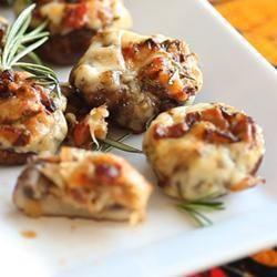 Gevulde champignons met spek en rozemarijn