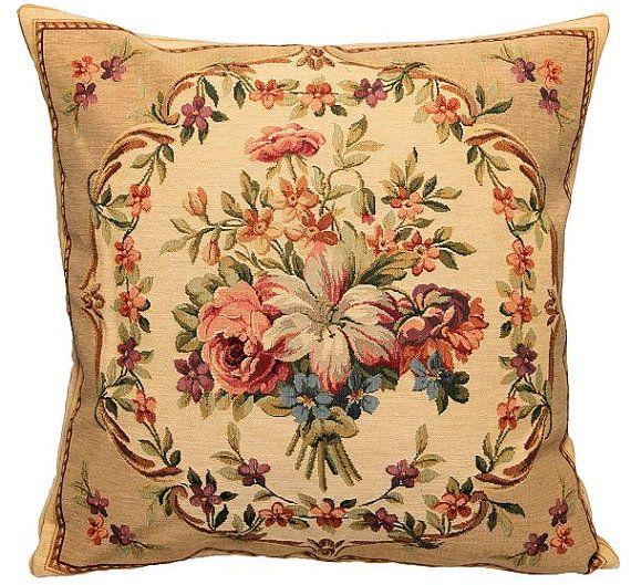Belgische gobelin tapijt gooien kussen cushion kussen dekking stillife bloem boeket guirlande beige