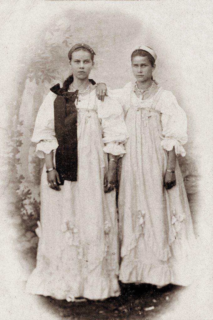 Колянки Агафья и Анна Жеребцовы, 1900 г. Город Кола 1900 год. Открытка