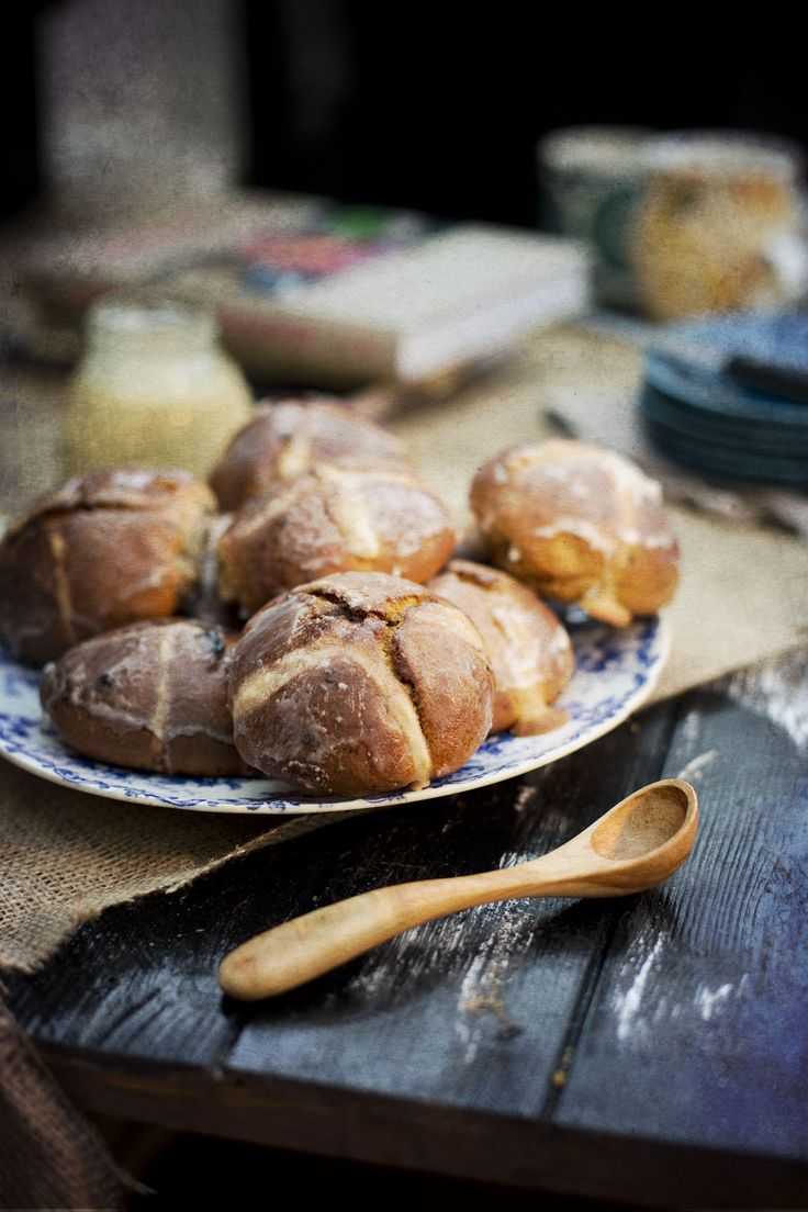 Hot Coss Easter Buns ~ Camera & Clementine