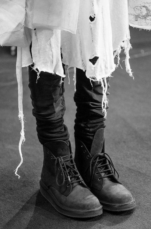 Black and white....lovely distressed style <3