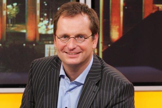 Der ZDF-Moderator Ben Wettervogel im TV-Studio in Berlin im Jahr 2006