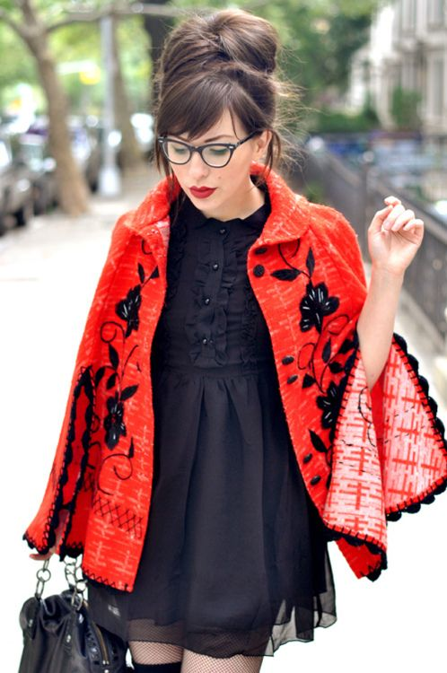 I think I need to make a cape for fall. Adding appliques would be awesome!