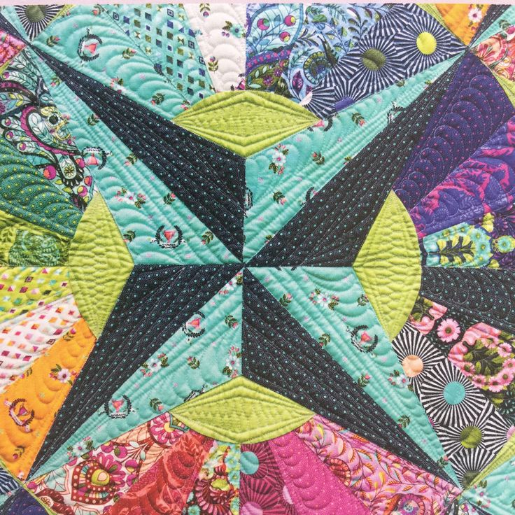 Dresden plate with star: Fandango quilt by Tula Pink | OZ Quilts