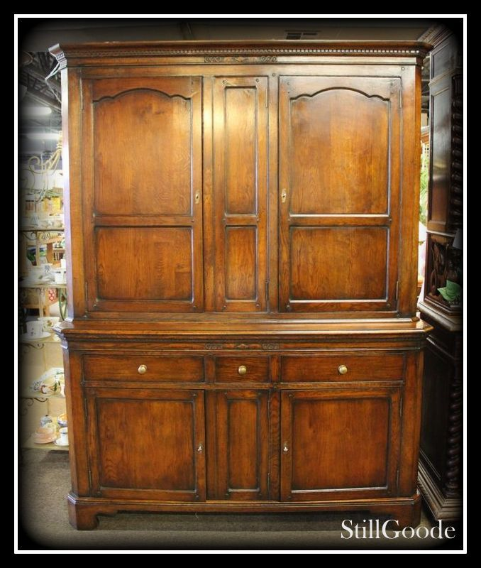 Beautiful And Large Quarter Sawn Oak Linen Press / Cabinet
