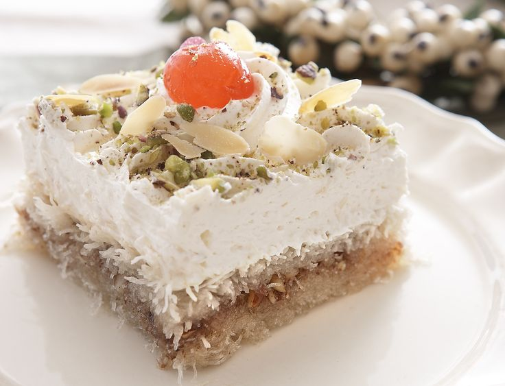 Βάση από σιροπιασμένο κανταΐφι και πλούσια επικάλυψη με γεύση βανίλια από Κρέμα Ζαχαροπλαστικής ΓΙΩΤΗΣ. Το ιδανικό κλείσιμο για κάθε γιορτινό τραπέζι.
