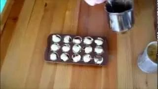 Δίχρωμα σοκολατάκια, γεμιστά με καραμέλα γάλακτος