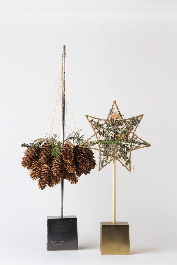 Er du vild med julen? Annette Von Einem deler ud af sine bedste tips og ideer og sætter farver og stil på din jul. Kom med ind i blomsterdesignerens juleunivers og få et julefix fyldt med guld, glimmer, gran og kogler.