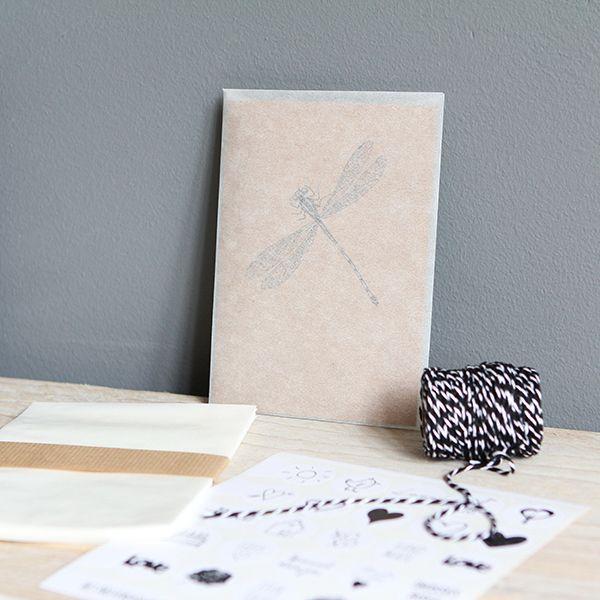 10 Zakjes / enveloppen van halfdoorzichtig pergamijn (pergamijnpapier). De zakjes zijn voorzien van een gomrand. Leuk om kaarten in te versturen. Formaat A6