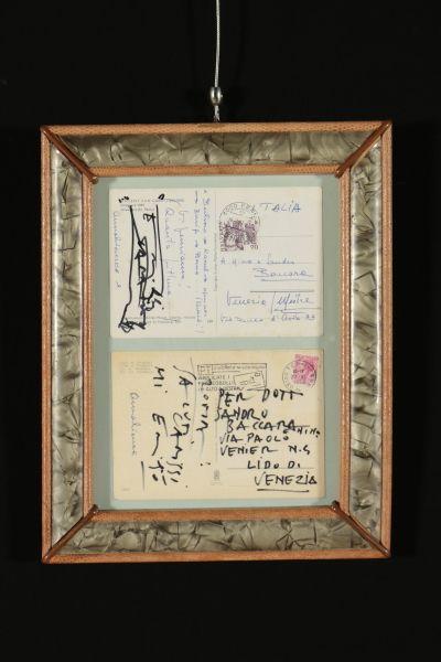 Due cartoline, una firmata(1981) e l'altra completamente scritta (1974) da Emilio Vedova, indirizzate all'amico Sandro Baccara. Allegata anche copia di una lettera dell'artista per lo stesso amico. Presentate in cornice con vetro.