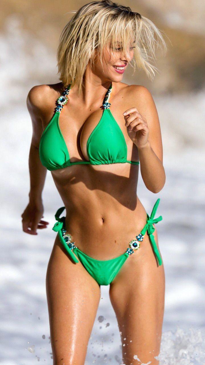 sexy hot naked swim girls