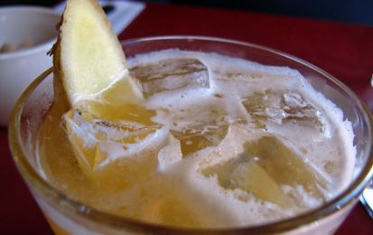 Punch di ananas e zenzero - Ecco un fresco e frizzante cocktail rigorosamente analcolico, dal sapore unico dato dall'ananas e dallo zenzero; è perfetto per le feste dove ci sono bambini e ragazzi