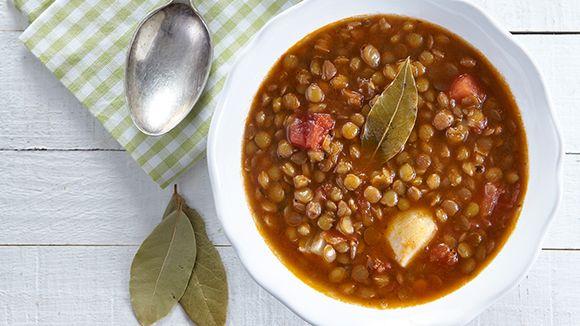 Πρόκειται για τις φακές σούπα, ένα πιάτο ιδιαίτερα γευστικό και θρεπτικό το οποίο είναι για όλη την οικογένεια.