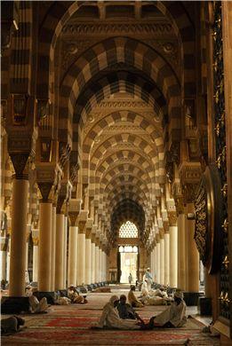 Medina, Saudi Arabia, 1996    Thomas J. Abercrombie