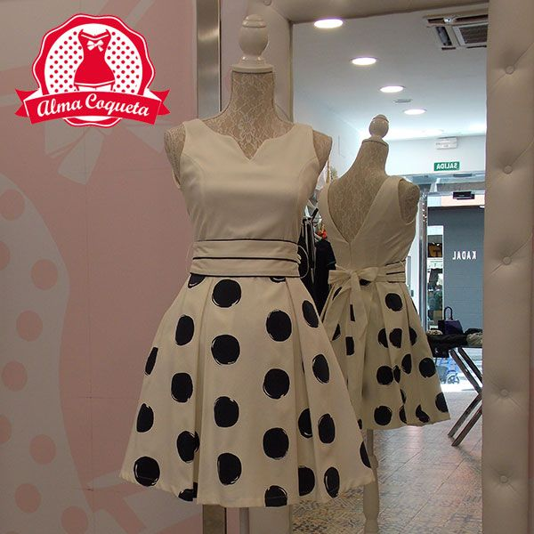 Vestido en blanco estampado con lunares grandes y bolsillos #moda #ropa #fashion…
