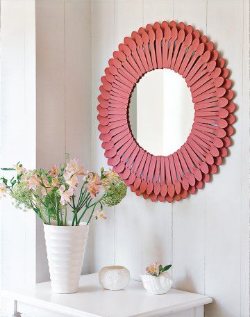 "Here's how to make it look inviting sunny color! Ideas for Recycling 'or diversion, carried out in a snap with three francs in six and the decor takes its summer quarters. One coat of paint, a string of wooden spoons or plastic changes fairly flat head and turns into a funny context. Set around a simple mirror with a special glass glue, you are now dealing with a surprising mirror ""witch."" For even more fancy, feel free to paint the spoons in different colors!"