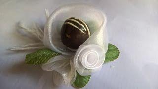 Forminhas para doces finosObra de Arte: Linda forminha de organza e boá,muito linda!!!