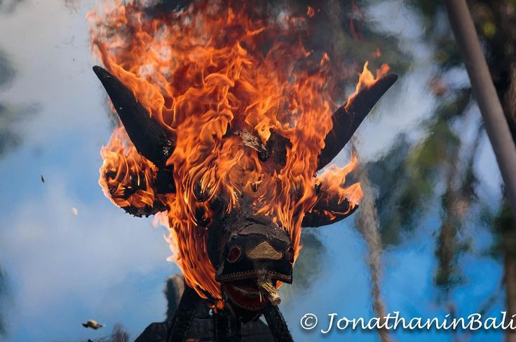 Cremation Ubud Bali Indonesia  For the book Secrets of Bali Fresh Light on the Morning of the World - go to http://ift.tt/2oNwySP  For the book Murnis Bali Tours Where to go What to do and How to do it - go to http://ift.tt/2oRi9EL  #aroundtheworld #worldtraveler #jonathaninbali #www.murnis.com #travelphotography #traveler #lonelyplanet #travel #travelingram #travels #travelling #traveling #instatravel #cremation #travelphoto#exploringtheglobe #theglobewanderer #mytinyatlas #planetdiscovery…