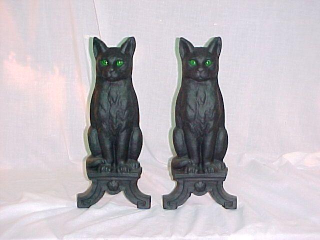 """Эти andirons Cat сделаны в нашем местном литейном и красим их и поставить глаза в. Хороший тяжелый кот с зелеными мраморными глазами. 17 """"с высокой и 15"""" глубоко. Мы таможня рисовать кошек ваших цветов. Отправьте нам фото вашего кота, и мы на заказ краска для добавленного сбор в размере $ 49,95 (общая стоимость для пользовательских кошек $ 193,90 плюс UPS) Lemees Камин Оборудование: Cat Andirons"""