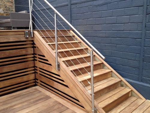 Terrasse bois avec escalier et marches