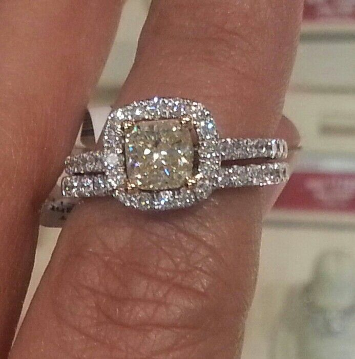 2 carat yellow diamond ring