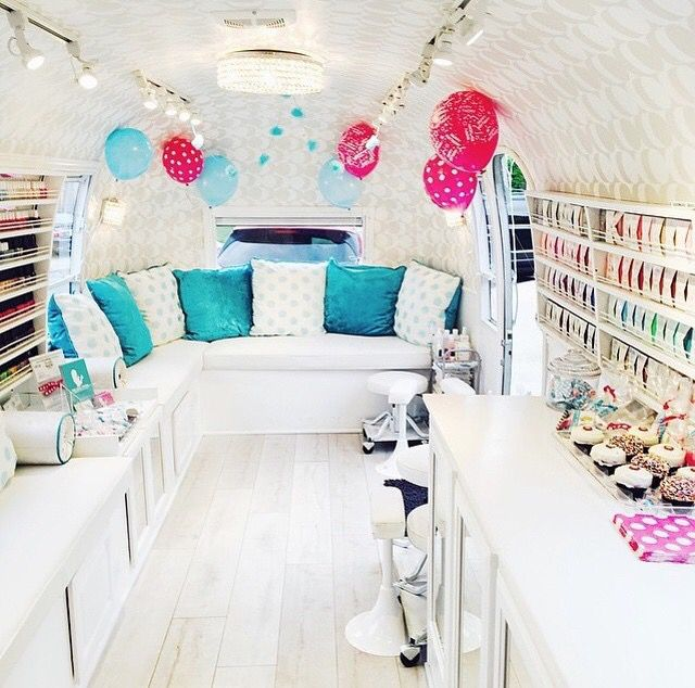 Mobile nail salon ig weddingchicks mobile nail salon for Salon mobil home