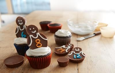 Make the All-Star Team Cupcakes recipe from REESE'S to serve tasty-tip off chocolate and peanut butter treats for every game!