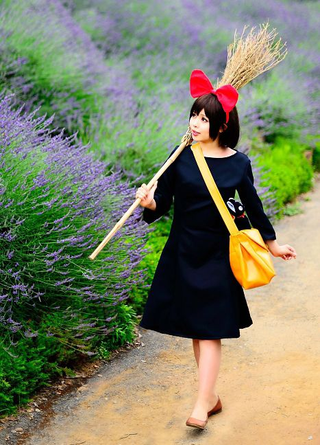 Kiki's Delivery Service Cosplay.