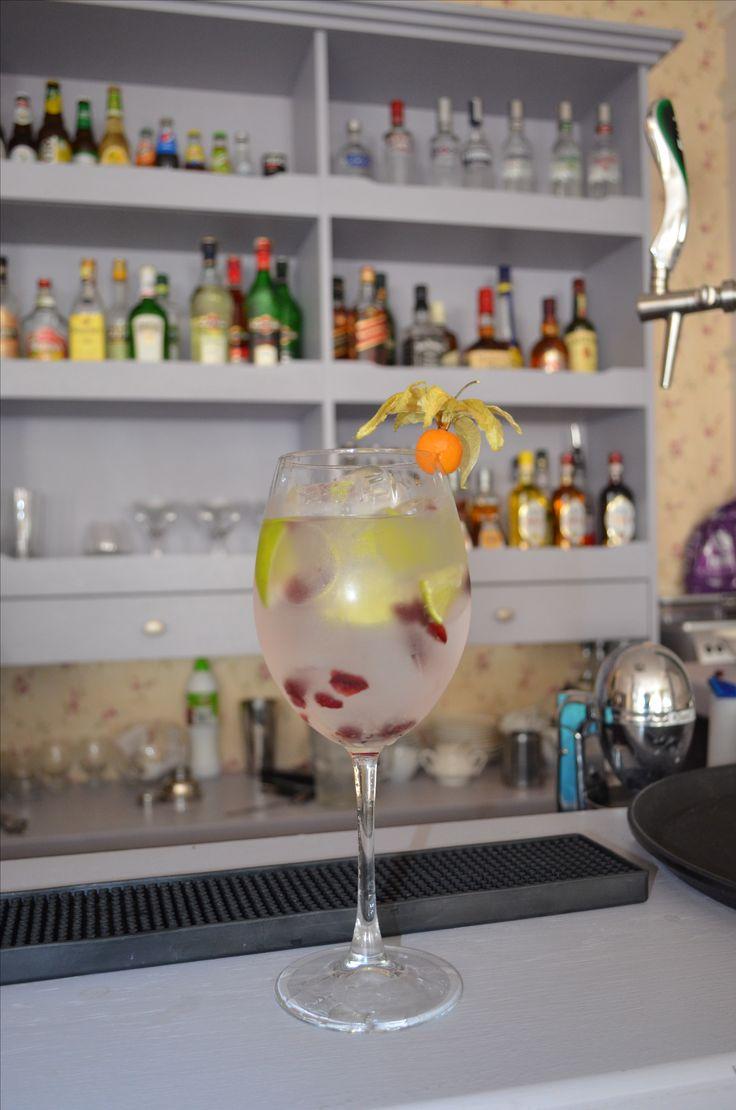 #summer drink #gin #tonic #vodka #lemon #cranberry