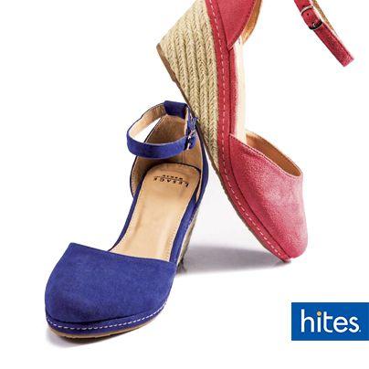 Combina tus zapatos de colores con tonos neutros para así lograr un look relajado.