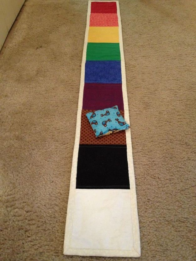 Cool Games For Kids | Awesome Rainbow Bean Bag Toss | http://diyready.com/13-fun-st-patricks-day-games-for-kids/