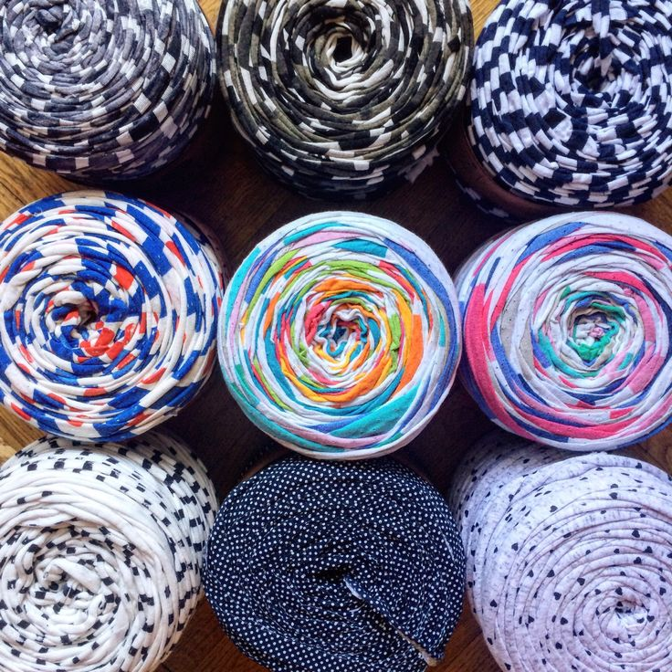I have plenty of patterned yarn you will like! Request customization and I'll send you all the possible patterns I have to make your bag or basket even more special!