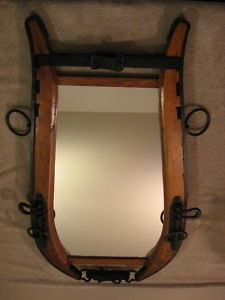 With the horse collars, you need to have a mirror cut to fit, but this appears to use rectangular mirror that is much easier to buy....great idea !
