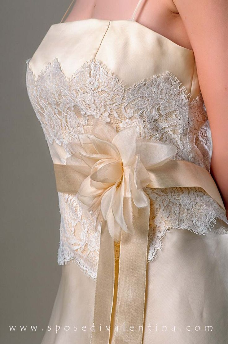 Vintage Wedding Dress - Detail