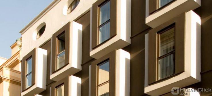 Situato nel cuore di #Malaga, l'Hotel Room Mate Lola lungo la Costa del Sol, gode di un'ottima posizione vicino a Calle Larios, il Centro di Arte Contemporanea,   il Museo Picasso, il Castello di Gibralfaro e Alcazaba e la Cattedrale. https://www.hotelsclick.com/alberghi/spagna/malaga-costa-del-sol/60234/hotel-room-mate-lola.html