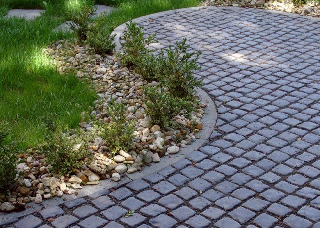 Dlažbu KOBE tvoří malé dlažební kostky, které připomínají staré kamenné dláždění.