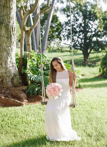 Part one from a series of shoots with Taken by Sarah in gorgeous Hawaii with HB6899 & local blooms by Lois Hiranaga Floral Design: https://sajawedding.com/blogs/news/the-hawaiian-series-part-one