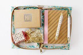 libro embrague con suministros de papelería