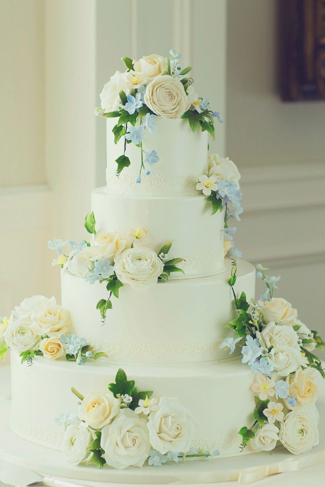 Stunning wedding cake with gorgeous sugar flowers | English Garden Infused New Jersey Wedding At Trump National Golf Course | Photograph by Vanessa Joy Photography  http://storyboardwedding.com/english-garden-new-jersey-wedding-trump-national-golf-course/