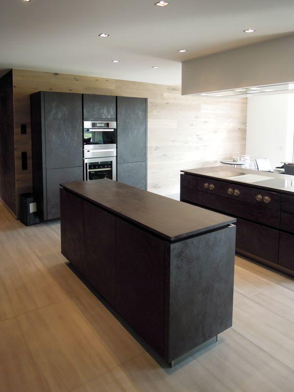 schwarze Küche Lavagrau steinoptik betonoptik grifflos ...