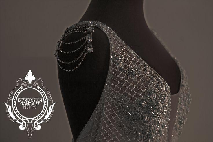 The Pam (detalle de bordado). Vestido de Novia de diseño especial para la boda de Pamela Droaulliet. Diseñado y Hecho a mano en el taller de Marianella Gonzalez en Monterrey N.L.  Programa tu visita: (81) 83733771 hola@marianellagonzalez.com.mx