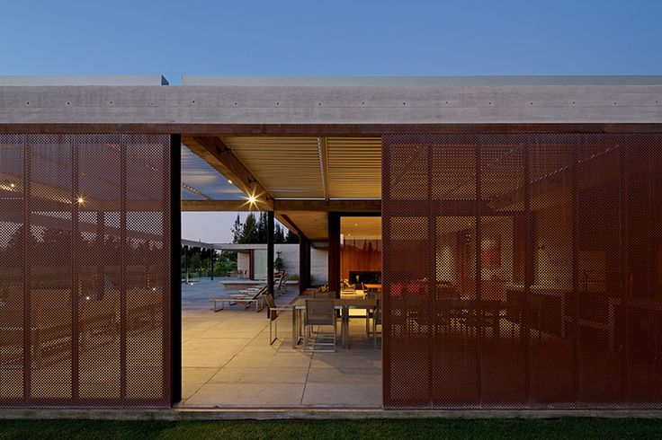 cristian hrdalo completes a transforming house in linderos, chile