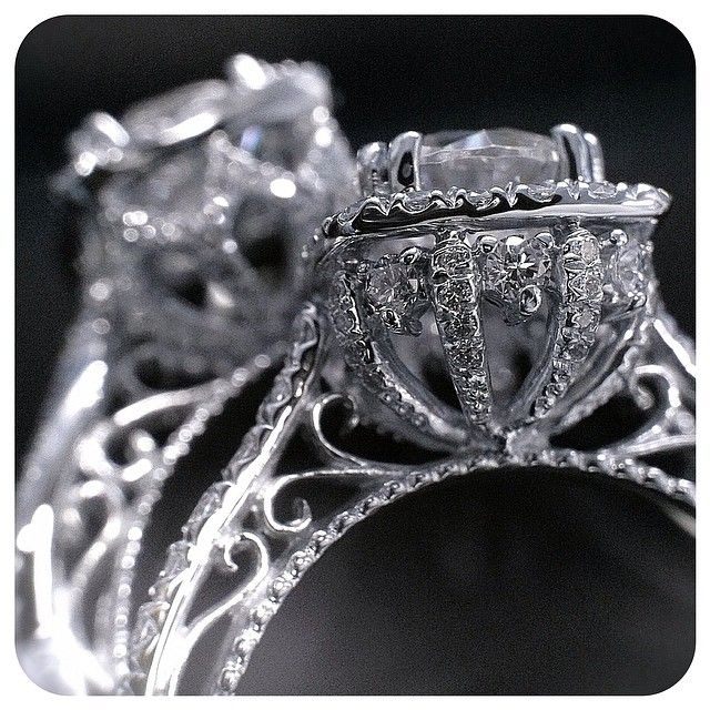 Two enchanting engagement rings from the Venetian collection: 5060 and 5062. @Verragio
